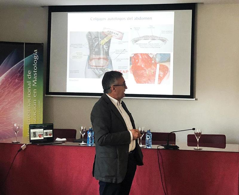 Dr Sicilia en ponencia master reconstrucción mama
